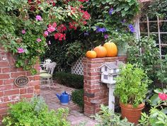 Welcoming Entries: Fall Outdoor Decorating Ideas: Three Pumpkins