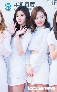 [HD포토] 트와이스(TWICE) 사나-나연 예쁜애 옆에 예쁜애 (2016 아시아 아티스트 어워즈 AAA) #topstarnews