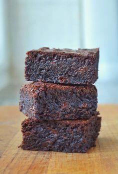 tasty mug cake Chocolate Chip Brownies, Chocolate Chips, Chocolate Cake, Sweet Recipes, Cake Recipes, Vegan Kitchen, Recipes From Heaven, Food Cakes, Vegan Desserts
