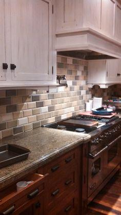 Kitchen - Tile backsplash