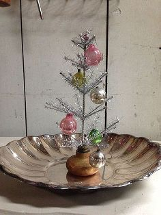 how to create a little christmas tree farm craft, A decorated door knob Christmas tree