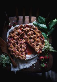 Strawberry rhubarb pie with elderflower