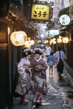mrtone42:  Two Maiko in Kyoto. 1961