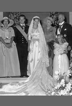 1959 Paola of Belgium wedding dress was made of specially woven heavy satin. The dress features a 5 meter long train and a bow at the waist accented with a small brooch. The standout feature is her veil, a family heirloom first worn by her Belgian grandmother and made, so fittingly, of wonderful Brussels lace.