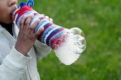 Rainbow Snake Bubbles - Fun Science Experiments For Children To Do At Home Sock Crafts, Fun Crafts, Crafts For Kids, Arts And Crafts, Bubble Bottle, Bubble Fun, Water Bottle Crafts, Water Crafts, Sock Bubbles