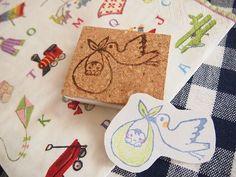 コウノトリが運ぶ幸せの赤ちゃんはんこ☆出産祝いや、ご自身の出産報告に(*^^*)持ち手部分には厚さ3mmのコルクシートを貼付しています。*サイズ*縦4.5m ...|ハンドメイド、手作り、手仕事品の通販・販売・購入ならCreema。