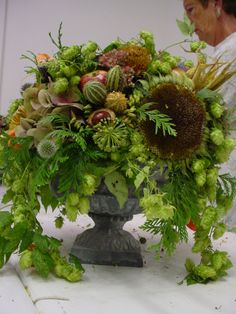 So many harvest/autumn touches, hops, corn, sunflower heads, horse chestnuts, sedum... so gorgeous. Loved by Jemini Flowers, Oxford - www.jemini.co.uk