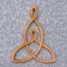 Mother and Child Knot....tattoo idea? Invert it and sit my current Celtic knot in it? I'm feeling pretty song about this... <3