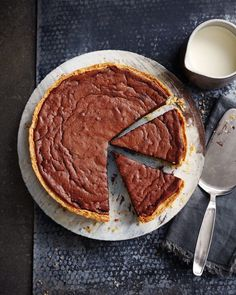 There's plenty to love about French cuisine, and here are some of the reasons we do. Delicious Magazine Recipes, Delicious Desserts, Yummy Food, Sweet Pie, Sweet Tarts, Tart Recipes, Sweet Recipes, Chocolat Recipe, French Desserts