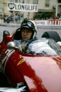 John Surtees : '64 Formula One World Champion. (ph: itsbrucemclaren.com)