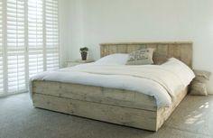 Steigerhouten bed. Ook in eenpersoons variant. Bij www.livengo.nl.
