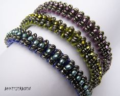 Pattern Caterpillar bangle with O beads superduo by Akkesieraden