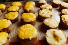 """""""Slice Baked"""" - Twice Baked Potato Slices by Ree Drummond / The Pioneer Woman Twice Baked Potatoes, Sliced Potatoes, Stuffed Potatoes, Mashed Potatoes, Russet Potatoes, Cheesy Potatoes, Baked Potato Slices, Pioneer Woman Recipes, Pioneer Women"""