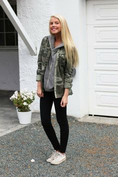 Low, white converse and black skinny jeans form a casual look. on The Fashion Time  http://thefashiontime.com/perfect-shoes-to-wear-with-skinny-jeans/#sg37
