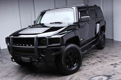 tactical hummer the black wheels and ram bar its awesome... I need for mine !!!!!!