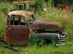 Vintage rusted truck in red & green - it almost looks like a holiday pic!