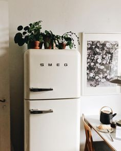 Home dco vintage smeg fridge 58 ideas for 2019 Room Inspiration, Interior Inspiration, Minimalism Living, Home Decoracion, Cozy House, Home And Living, Living Room, My Dream Home, Home Kitchens