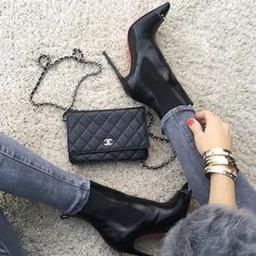 UP Close - #ChanelWoc bag, #AG denim, #Cartier bracelets, #MarcJacobs 'Lola' on nails and #LouboutinBanjo120mm.