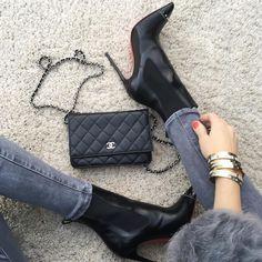 UP Close - #ChanelWoc bag, #AG denim, #Cartier bracelets, #MarcJacobs 'Lola' on nails and #LouboutinBanjo120mm.