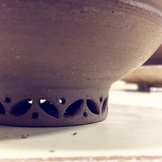 Carved foot-ring detail!