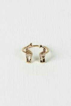 Giraffe Crossing Ring this is so cute i just have to have it is, the one thing in the world that i need that is counting food just it is so pretty . Giraffe Decor, Giraffe Art, Cute Giraffe, Giraffe Ring, Giraffe Jewelry, Cute Jewelry, Jewelry Box, Jewelery, Jewelry Accessories