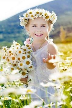 Beautiful Children, Beautiful Babies, Beautiful Flowers, Beautiful Pictures, Cute Little Girls, Cute Kids, Cute Babies, Daisy, Baby Kind