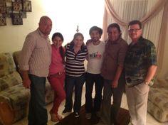 La familia pastoral con nuestros queridos amigos Dr. Ricky Paris y Don Pope