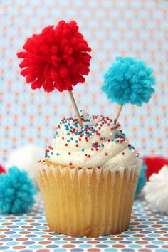 Easy pom-pom firecracker cupcakes for the 4th of July!