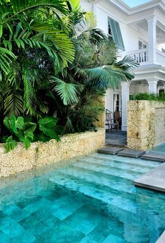 A swimming pool is the ultimate backyard amenity. It's the center of family life with children spending much of their summers in the water. Other homeowners see a pool as a strong aesthetic element, the focus of the entire landscape. Luxury Pools, Beautiful Pools, Dream Pools, Plunge Pool, Tropical Houses, Tropical Backyard, Backyard Plants, Tropical Gardens, Tropical Paradise