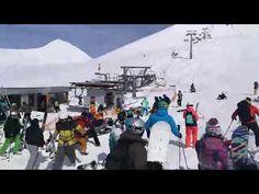 El telesilla de la estación de esquí de Gudauri (Georgia) ha sufrido una avería técnica esta mañana cuando transportaba a decenas de p...