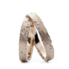 Smalle ruwe witgouden trouwring | Wim Meeussen Goudsmederij Antwerpen
