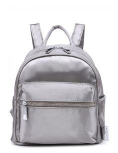 As mochilas ganharam força e vão invadir as próximas coleções de moda.  Imagem: La Moda