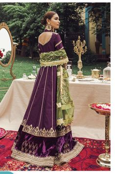 Want to check out some amazing sharara & ghararas? Then you have to see these Pakistani Gharara by designer Mohsin Naveed Ranjha. Pakistani Wedding Outfits, Pakistani Wedding Dresses, Pakistani Dress Design, Bridal Outfits, Velvet Pakistani Dress, Dress Indian Style, Indian Dresses, Indian Outfits, Indian Wear