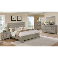 Beachcrest Home Vasilikos Gray Solid Wood Construction Platform 5 Piece Bedroom Set Size: King