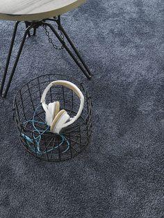 Stoer maar oh zo zacht. Parade Touch #tapijt integreert moeiteloos in een #industriële woonomgeving.