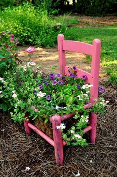 Creative Upcycled DIY Chair Planter Ideas For Your Garden Pink chair planter Flower Planters, Garden Planters, Garden Art, Flower Pots, Garden Design, Jardin Decor, Chair Planter, Old Chairs, Dining Chairs