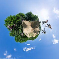 Oli Keinath + Tobi Bohn: BMX Dirtjump 360° Little Planets: Oli Keinath + Tobi Bohn eröffnen durch ihre Arbeiten neue Horizonte und spannende Perspektiven. Ihre 360°-Panoramafotos zeigen einfach alles rund um den Aufnahmestandpunkt. Damit erzählen ihre Panoramafotos immer die ganze Geschichte. Und nicht nur einen kleinen Ausschnitt daraus. Sie haben richtig viel zu erzählen? Kein Problem, auch mehr als 360° sind in... Mehr unter http://expose-photo.de/oli-keinath-tobi-bohn/360-little-planets/