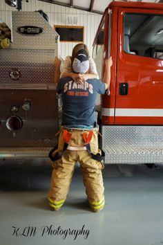 #couple #pictures #CouplesPhotography #firefighter #klmphotography Firefighter Engagement Pictures, Firefighter Wedding, Engagement Couple, Engagement Photos, Engagement Session, Cute Photo Poses, Cute Poses, Firefighter Paramedic, Female Firefighter