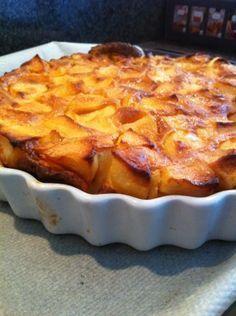 La flognarde aux pommes 750 grams offers you this cooking recipe: Apple flognarde. Apple Desserts, Apple Recipes, Sweet Recipes, Cake Recipes, Dessert Recipes, Apple Pie Cake, French Apple Cake, Creme Dessert, Pie Dessert