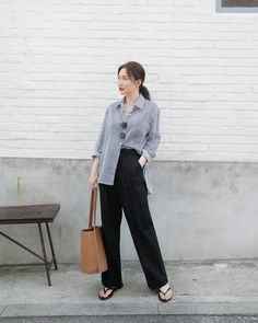 Find images and videos about kfashion, asian fashion and kstyle on We Heart It - the app to get lost in what you love. Korean Fashion Trends, Korean Street Fashion, Korea Fashion, Kpop Fashion, Asian Fashion, Daily Fashion, Trendy Fashion, Vintage Fashion, Fashion Spring