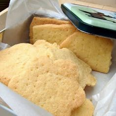 Butter Shortbread Cookies with Vanilla Extract, All-Purpose Flour, Caster, Butter, Semolina. Butter Shortbread Cookies, Banana Bread Cookies, Raisin Cookies, Ginger Cookies, Almond Cookies, Yummy Cookies, Oatmeal Butterscotch Cookies, Chocolate Oatmeal, Pecan Recipes