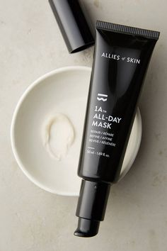 This wear-all-day cream harnesses the strength of a mask by creating a fortifying shield that conceals signs of stress and fatigue. Its brightening and tightening effects give your skin the glow of a good night's sleep, while peptides and antioxidants promote natural collagen production.