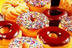 The secret Recipes Donkin Donuts Low Fat and Delicious Donut Recipes, Dessert Recipes, Desserts, Dessert Food, National Donut Day, Cooking Photos, Homemade Donuts, Donut Glaze, Home Interior