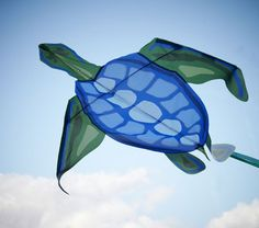 This high-flying design can turn windy afternoons into an amazing adventure. A turtle print in bright colors looks especially vibrant against a blue sky. Go Fly A Kite, Kite Flying, Ballon, Air Balloon, Kite Party, Kite Designs, Beach Toys, Beach Games, Beach Fun