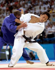 Japanese Jukoka and two time Olympic champion Tadahiko Nomura attempts to throw Nestor Khergiani of Georgia by seoi-nage during the final match of men's under 60-kgs category of judo competition in the 2004 Athens Olympics in Athens 14 August 2004. Photo TOSHIFUMI KITAMURA/AFP/Getty Images