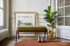 The Fox Bench is the perfect complement to the Fox Series. It's a perfect piece of furniture that you can put in the hallway. You can put a purse on it or sit down putting on shoes.