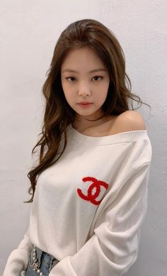 Your source of news on YG's current biggest girl group, BLACKPINK! Kim Jennie, Jenny Kim, Kpop Girl Groups, Kpop Girls, Blackpink Members, Kim Jisoo, Blackpink Photos, Pictures, Female Singers