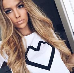 Shop our online store for blonde hair wigs for women.Blonde Wigs Lace Frontal Hair Blonde Crochet Hair From Our Wigs Shops,Buy The Wig Now With Big Discount. Blonde Wig, Blonde Ombre, Brown Blonde, Blonde Brunette, Frontal Hairstyles, Wig Hairstyles, Hair Colorful, Coiffure Hair, Real Hair Wigs