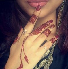 People having interest in fashion are much inclined towards the mehndi designs. If you are among beginners and love to try out different mehndi patterns and motifs then these easy mehndi designs are just perfect for you. Stylish Mehndi Designs, Beautiful Mehndi Design, Latest Mehndi Designs, Bridal Mehndi Designs, Mehandi Designs, Finger Henna Designs, Mehndi Designs For Fingers, Whatsapp Dp, Mehndi Design Pictures