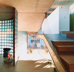 Villa Bio: House With a Cantilevered Living Roof is a Feat of ...